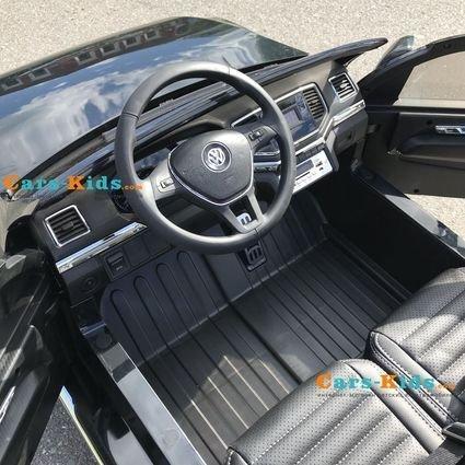 Электромобиль Volkswagen Amarok синий (легко съемный аккумулятор, 2х местный, резина, кожа, пульт музыка)